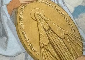 Prière puissante pour un miracle avec le chapelet de la médaille miraculeuse